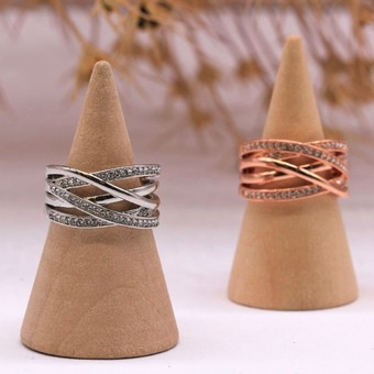 Ajouter des cristaux à vos tenues d'Automne.  Add some brightness to Autumn.   Retrouvez nos bijoux sur myc-paris.com  #mycparis #fashionring #jewelry