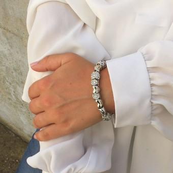 Pssst on vous livre un secret : ce bracelet charms se cache dans l'un de nos calendriers de l'avent   Let's share a secret : this charm's bracelet is in one of our advent calendars  Retrouvez nos bijoux sur myc-paris.com  #mycparis #charmsbracelets #silver #beads